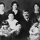 "Gaetano ""Joe"" and Lauretto ""Laura"" Iannone (Reno) with eight of their nine children. Not pictured is son Floyd."